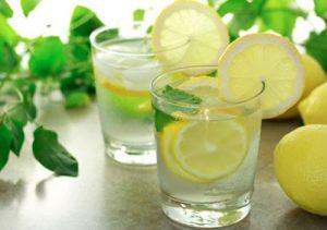 Hãy uống một cốc nước chanh mật ong mỗi sáng