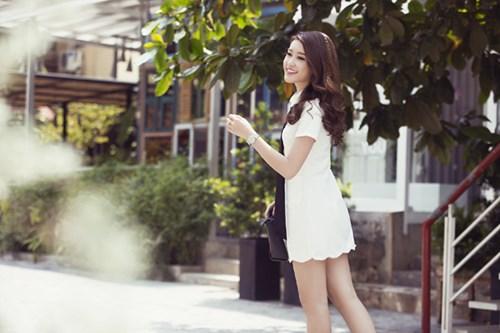màu trắng, đầm màu trắng, trắng tinh khôi, ngày hè nắng nóng