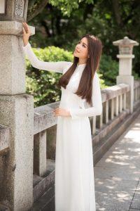 hoa hậu phạm hương đẹp tinh khôi với áo dài trắng, vẻ đẹp tinh khôi