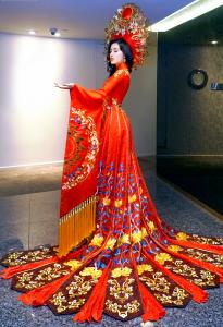 trang phục truyền thống, choáng ngợp trước trang phục biểu diễn của huyền my
