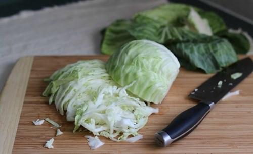 làm trắng da bằng bắp cải