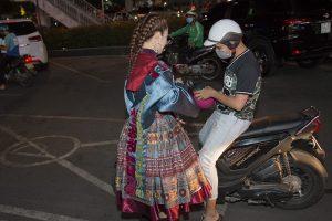 hotgirl đi xe máy đi dự sự kiện