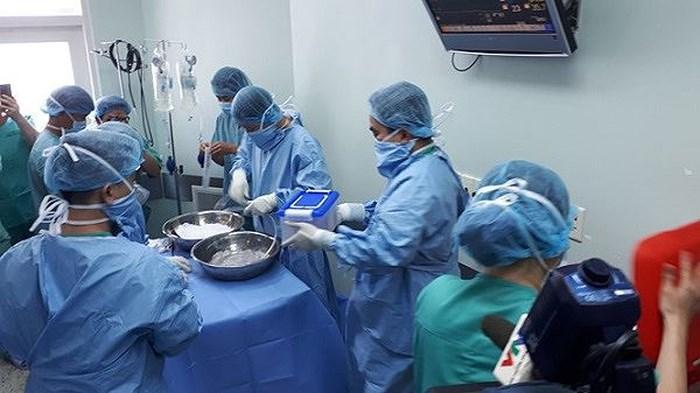 Cuộc phẫu thuật kết thúc lúc 6h sáng và đến 9h sáng cùng ngày