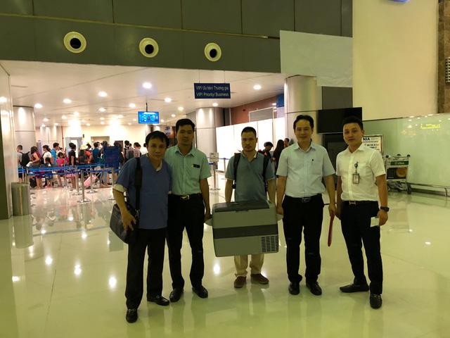 Bệnh viện Trung ương Huế cùng với trái tim nhận từ Bệnh viện Việt – Đức tại sân bay Nội Bài