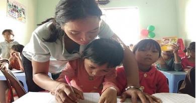 Cô giáo khuyết tật với lớp học cao nguyên miễn phí