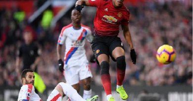 Martial bỏ lỡ cơ hội san bằng kỷ lục của Ronaldo