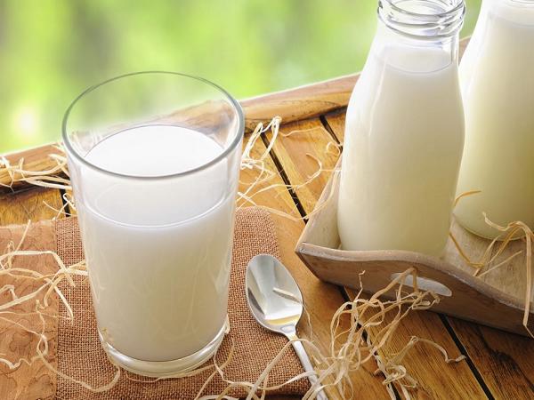 Cách làm trắng da tự nhiên với sữa tươi không đường