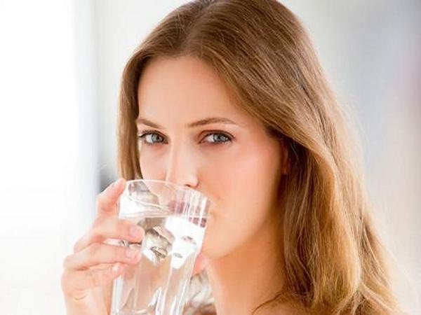 Uống nhiều nước - Cách giảm cân hiệu quả cho dân văn phòng