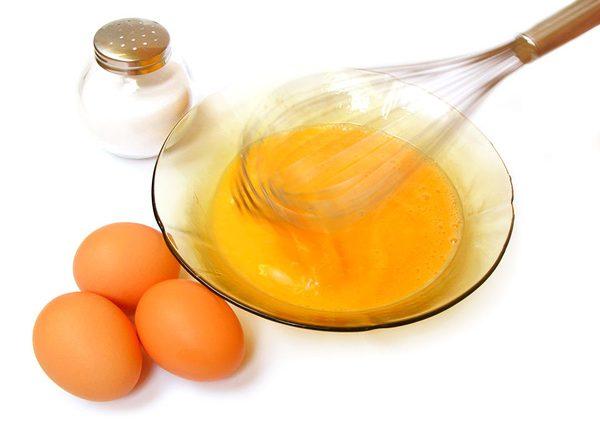 Cách trị mụn bọc bằng nghệ và lòng đỏ trứng gà